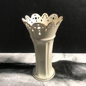 LENOX Fine China Bud Vase Scalloped Ivory …